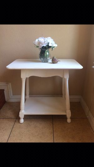 Wooden Shabby Chic Accent Table for Sale in La Habra, CA