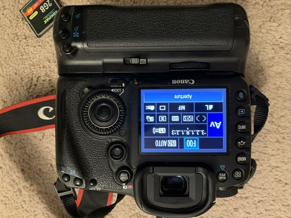Canon EOS 7D 18.0MP Digital SLR Camera - Bundle...local pick up only