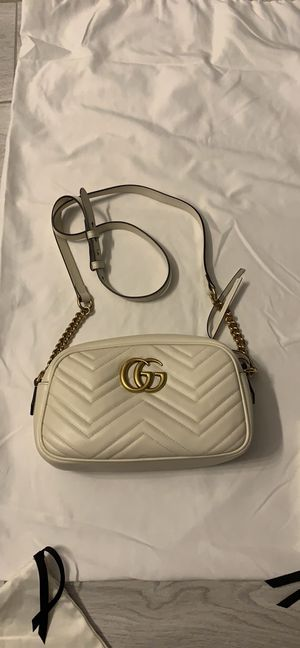 Gucci camera bag! Like new worn 2x no exterior marks! Minimal interior marks! for Sale in West Bloomfield Township, MI