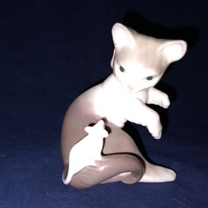 "LLADRO #5236 KITTEN CAT WITH PINK BOW PLAYING WITH MOUSE FINE PORCELAIN FIGURINE 3.25"" TALL for Sale in Pompano Beach, FL"