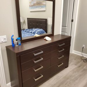 Dresser With Mirror for Sale in Los Angeles, CA