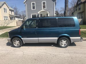 Chevy astro van 2wd 1997 for Sale in Aurora, IL