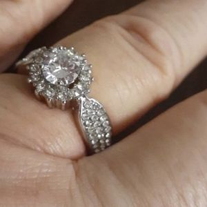 Beautiful Bridal Style Wedding Ring Size 7 for Sale in Nuevo, CA