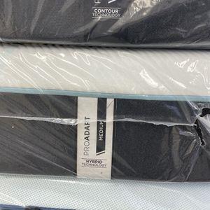 KING SIZE TEMPURPEDIC PROADAPT HYBRID MATTRESS & BOX SPRINGS BED SET for Sale in Portland, OR