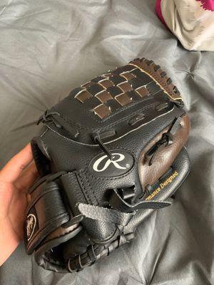 New softball glove for Sale in Livingston, CA