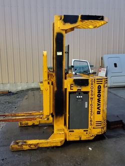 Raymond Compact Forklift for Sale in Tacoma,  WA