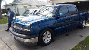 Chevy Silverado 2004 for Sale in Modesto, CA