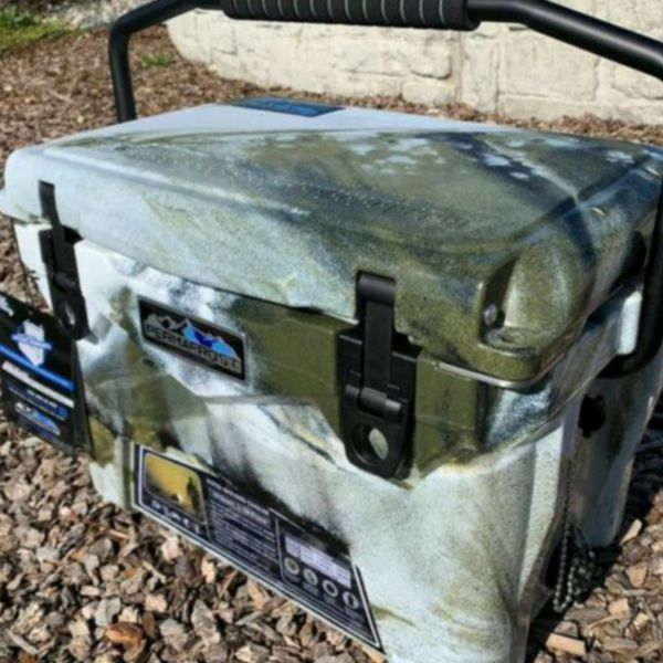 Brand New Roto-molded 20 qt CAMO Top of line Ice Chest Cooler & DOZENS more items posted here