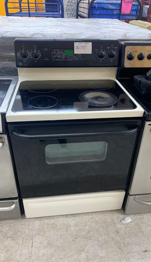GE electric stove in perfect condition! for Sale in Laurel, MD