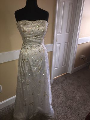 Wedding dress size 6 for Sale in Apex, NC