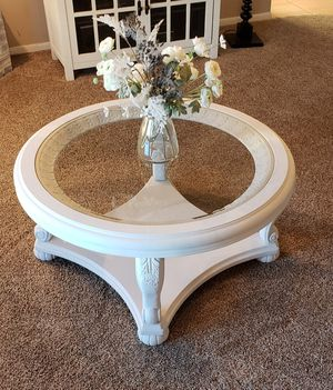 🦋ORNATE ROUND COFFEE TABLE 🦋$100 🦋OBO🦋 for Sale in Apple Valley, CA