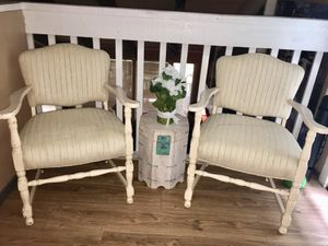 2 chairs and small storage table for Sale in Irving, TX