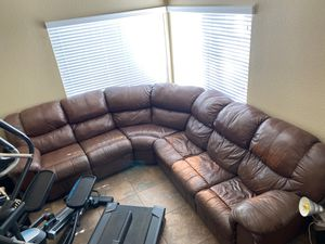 Sectional couch with pullout full bed for Sale in Victorville, CA