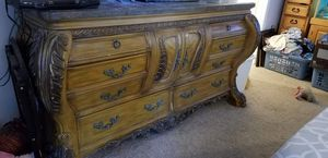 2 nightstands and dresser set for Sale in Lexington, KY
