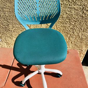 Desk Chair Kids / Teens for Sale in Long Beach, CA