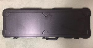 SKB-44 Bass Electric Guitar Hard Case, Practically New Condition, Heavy Duty for Traveling, Fender, Ibanez, amp, effects for Sale in Pomona, CA