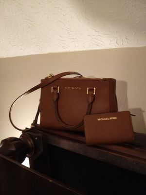 Brown Small 2p Leather Michael Kors Purse and Wallet for Sale in Columbus, OH