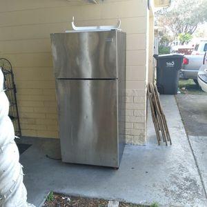 Frigidaire Refrigerator for Sale in St. Petersburg, FL