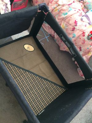 Baby play pen for Sale in Frederick, MD