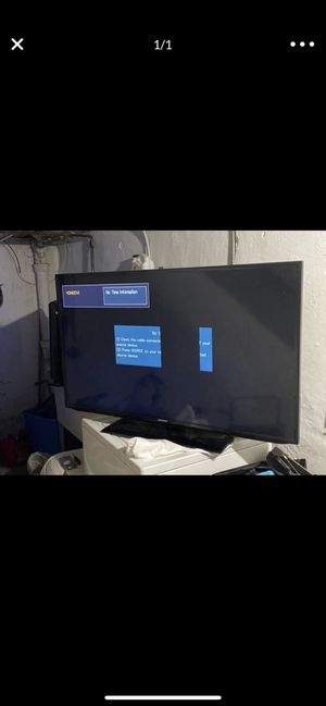 Samsung flat screen tv the size is a 60 inch or 55 inch works great for Sale in Philadelphia, PA