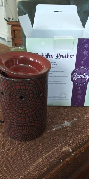 Cobbled Leather Scentsy Warmer for Sale in Gulfport, FL