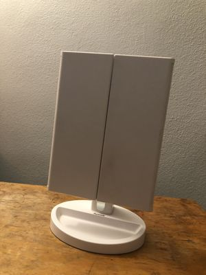 AuxMir trifold vanity mirror for Sale in Bell, CA