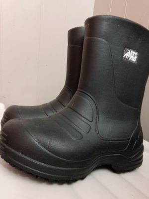 Boots to work in Wet and cold área for Sale in Adelphi, MD