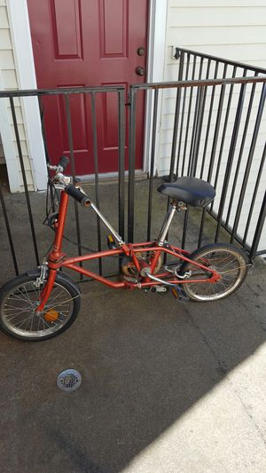 Folding bike has 3 gears for Sale in Laurel, MD