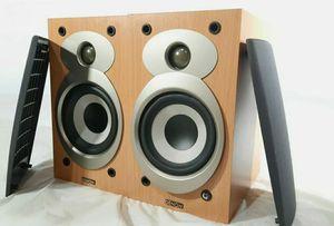 denon bookshelve speakers for Sale in Bell Gardens, CA
