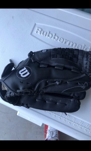 Wilson baseball glove for Sale in Seagoville, TX