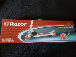 Razor light up scooter for Sale in Long Beach, CA