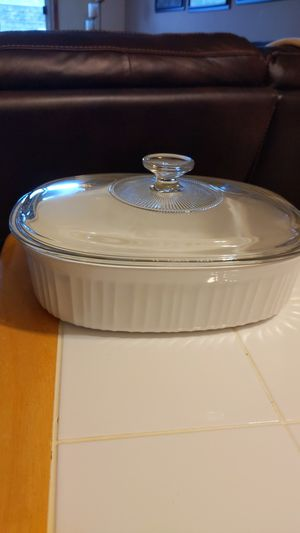 CorningWare French White 2.5 quart Oval Casserole Dish with Glass Lid for Sale in Milwaukee, WI