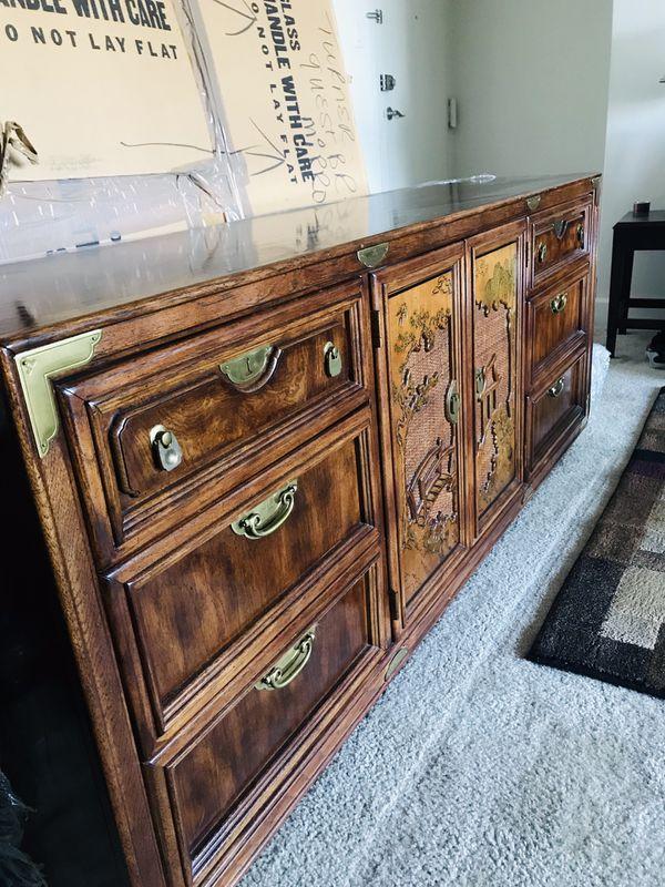 Mueble de dormitorio con espejo