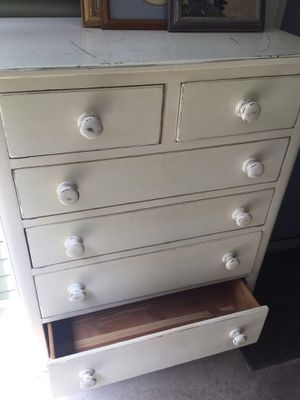 chest of drawers for Sale in Miromar Lakes, FL
