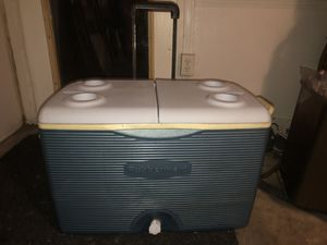 Rubbermaid Ice Chest with wheels for Sale in Fort Worth, TX