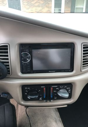 Pioneer double din radio AVH-p1400dvd for Sale in Richmond, KY