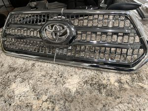 2016 /2017 front grill for Tacoma ( chrome) for Sale in Apple Valley, CA