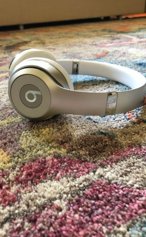 Beats solo 3 headphones silver for Sale in Indianapolis, IN