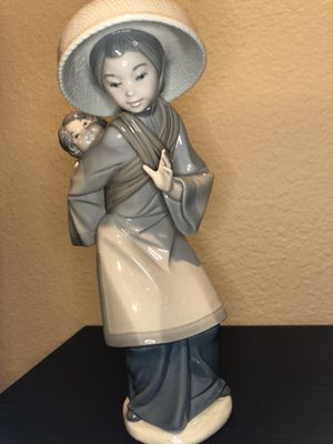 Lladro #5123 Mither Carrying Baby for Sale in San Diego, CA