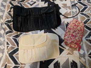 BRUSH HOLDER / WRAP MAKEUP BAG for Sale in Tampa, FL