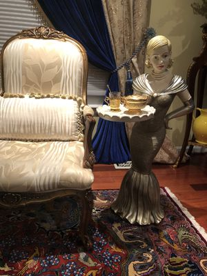Elegant serving lady side table for Sale in Springfield, VA