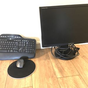 Monitor Window With Keyboard for Sale in Riverside, CA