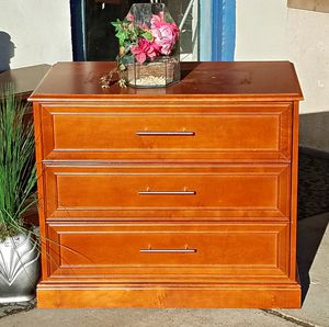 Chest of drawers or dresser for Sale in Detroit, MI