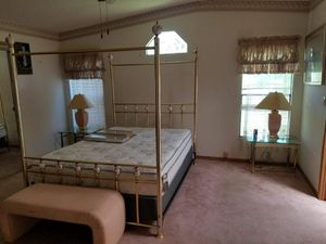 Queen size bed with 2 lamps with everything for 800 for Sale in Tampa, FL