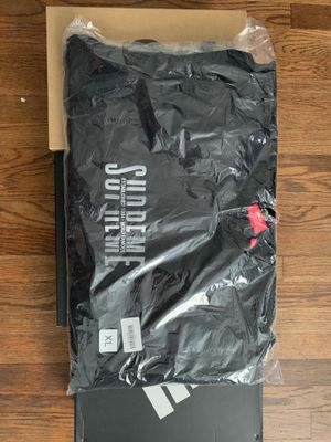SUPREME WORLD FAMOUS CREWNECK : SIZE XL for Sale in Takoma Park, MD