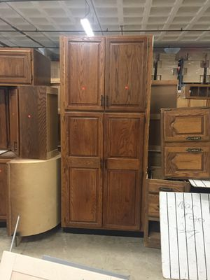 Gorgeous Solid Oak Pantry Cabinet for Sale in VLG OF LAKEWD, IL