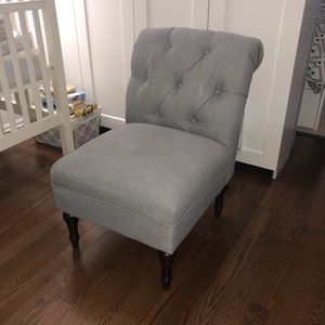 "Tufted Slipper Chair (23""W x 33""D) Tribeca Manhattan pickup for Sale in New York, NY"