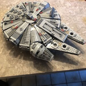 Lego Star Wars Millennium Falcon for Sale in Southington, CT