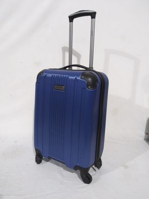 "Kenneth cole carry on luggage 20"" blue for Sale in West Chicago, IL"