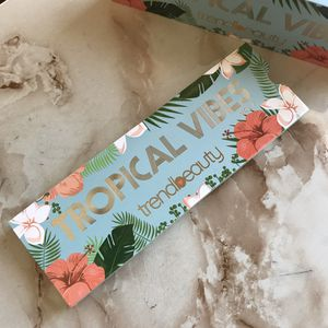 Trend Beauty Tropical Vibes Vol 2 Eyeshadow 6 Summer colors Palette & Brush Aplicator for Sale in Long Branch, NJ